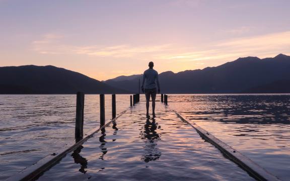 <一个人在海边看着日出日落,高清壁纸,图片,时光记忆