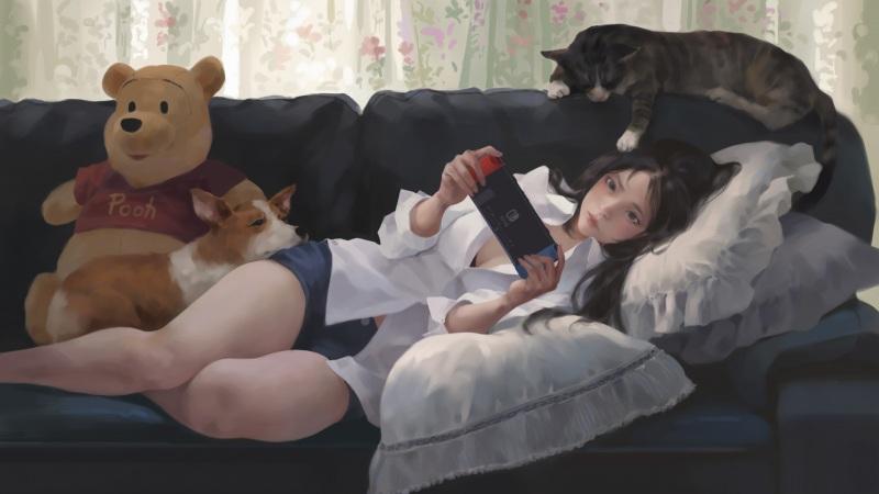 少女 看手机 沙发 猫 狗