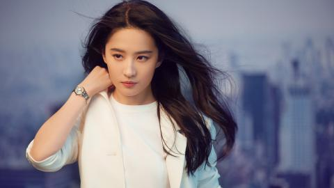刘亦菲白色西装壁纸