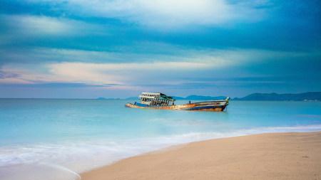 海滩上的沉船