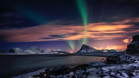 夜空中的北极光