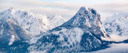 <巍峨的雪山风景